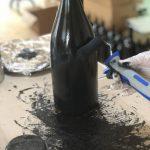 Magnum Wein Flasche mit Tafelkreide anmalen