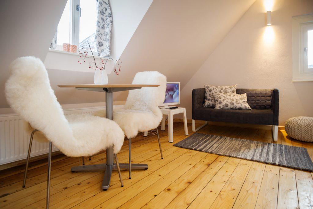 Apartment smalltalk unter dem Dach - Ansicht Wohn- und Essraum