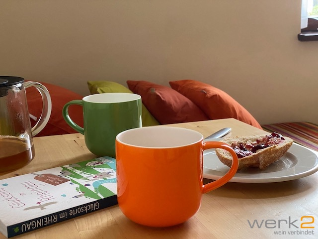 Frühstücken im werk2 und suchen nach Sehenswürdigkeiten im Buch Glücksorte im Rheingau.